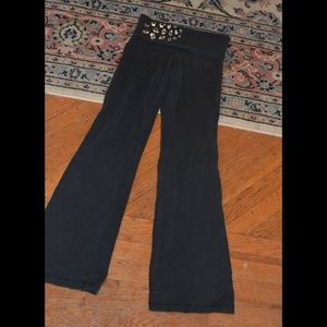 Pants - Super comfy yoga pants with gold leopard detail